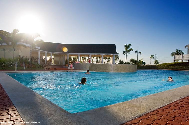 Camella Heights clubhouse and swimming pool