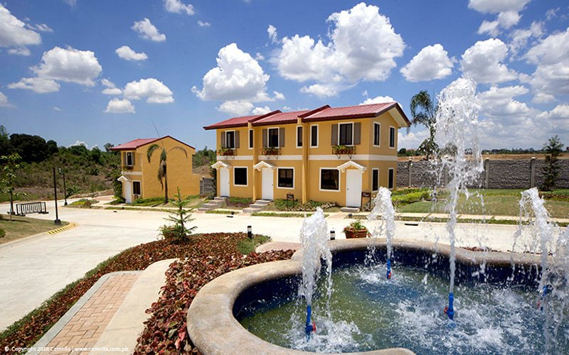 Camella Altea house and lot units with fountain