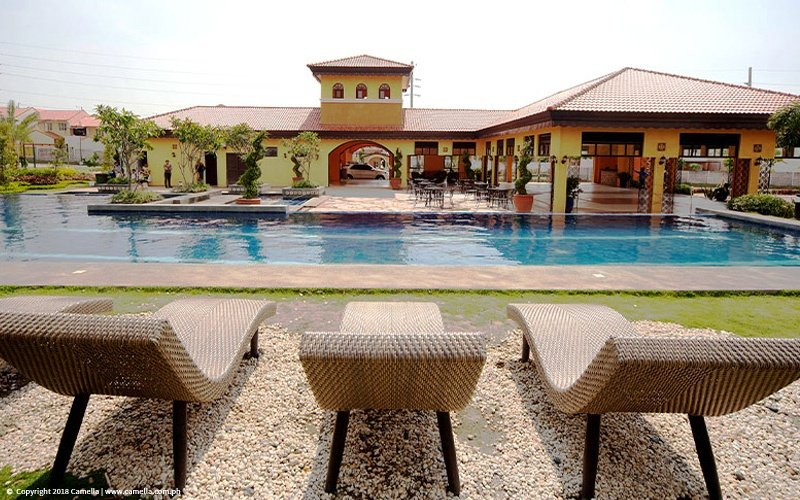 Camella Cerritos swimming pool and clubhouse