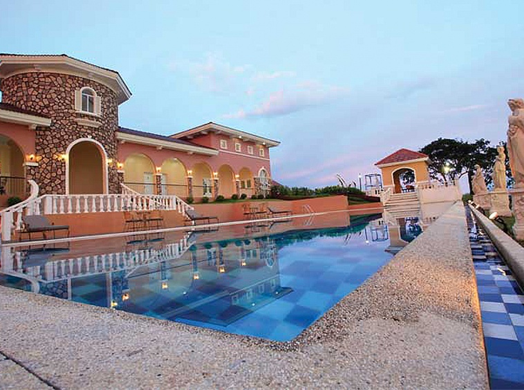 Camella Riverfront clubhouse and swimming pool