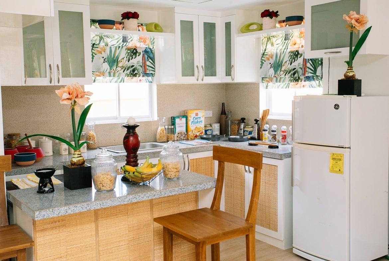 Dani home kitchen with bar interior design