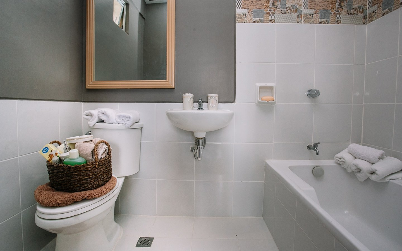 Greta master toilet and bath with bathtub
