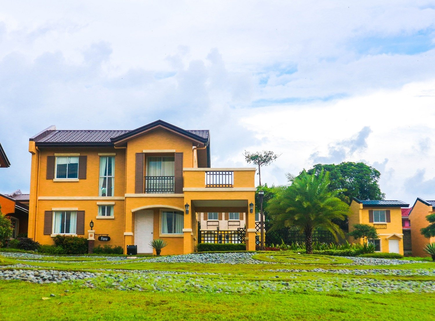 Camella Taal house and lot unit with carport and balcony